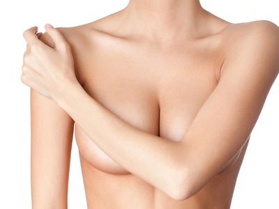 Эффективные способы как избавиться от растяжек на груди